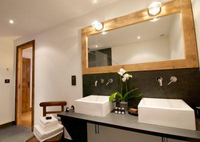 Property management service Chamonix bathroom